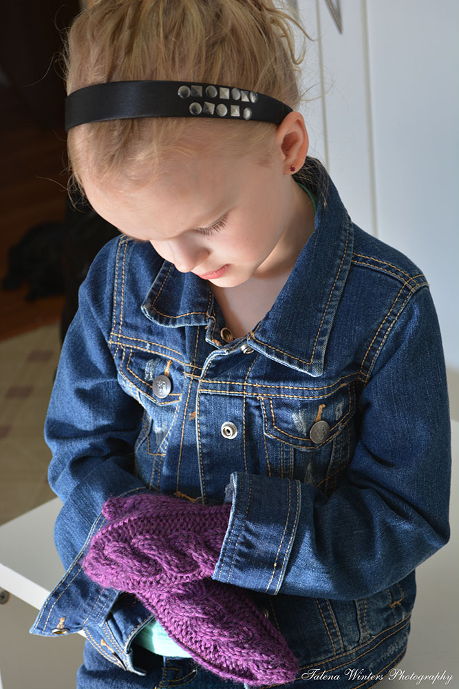 Children's quick-knit cabled mittens