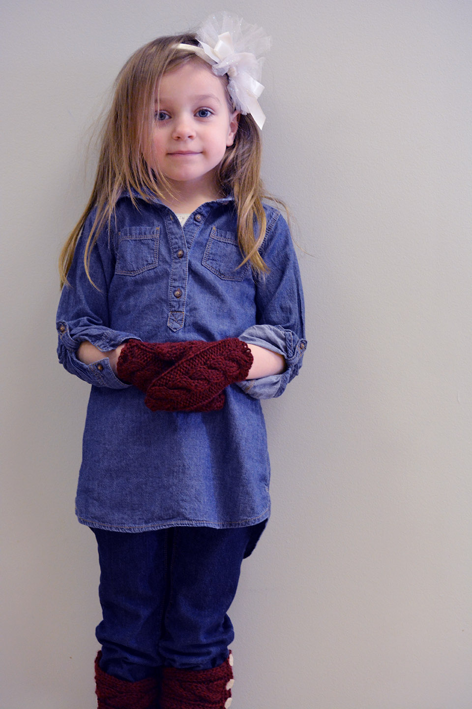 Little girl's quick-knit cabled mittens and boot cuffs