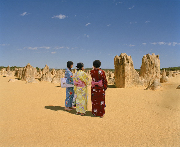 ANNE ZAHALKA     Strangers in a Strange Land, Pinnacles Desert  2003-06 Type C photograph edition of 12   11  5 x 14  5 cm
