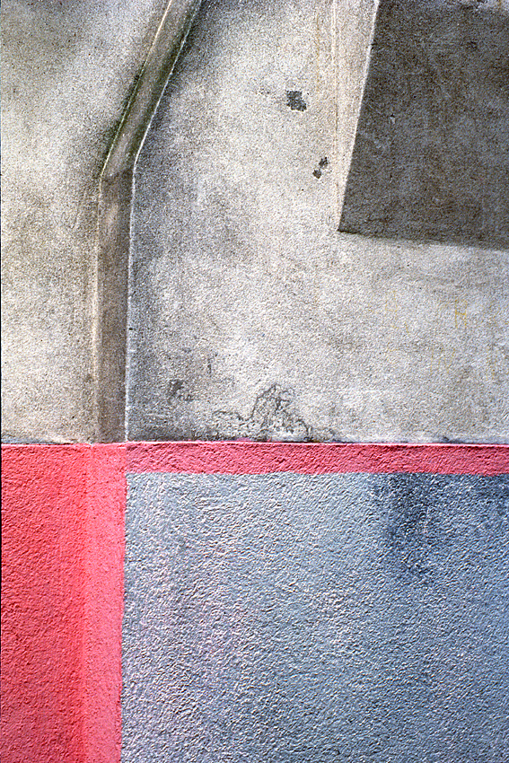 Robert Owen,  Pink & Grey Wall,  1978, drymounted inkjet print, 72 x 47 cm.