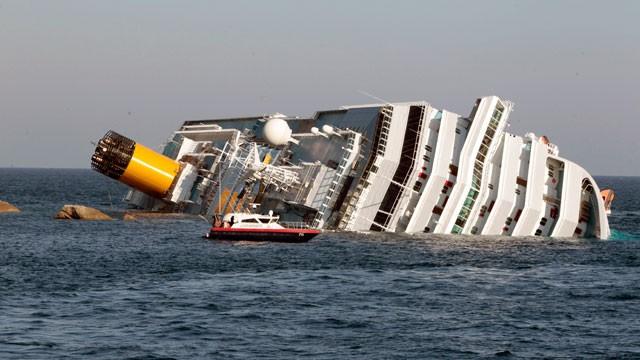 ap_Italy_Cruise_ship_Aground_120114_wg