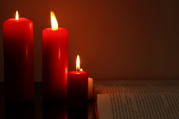 red-candle-mystery-christmas-eve-objects_3336503