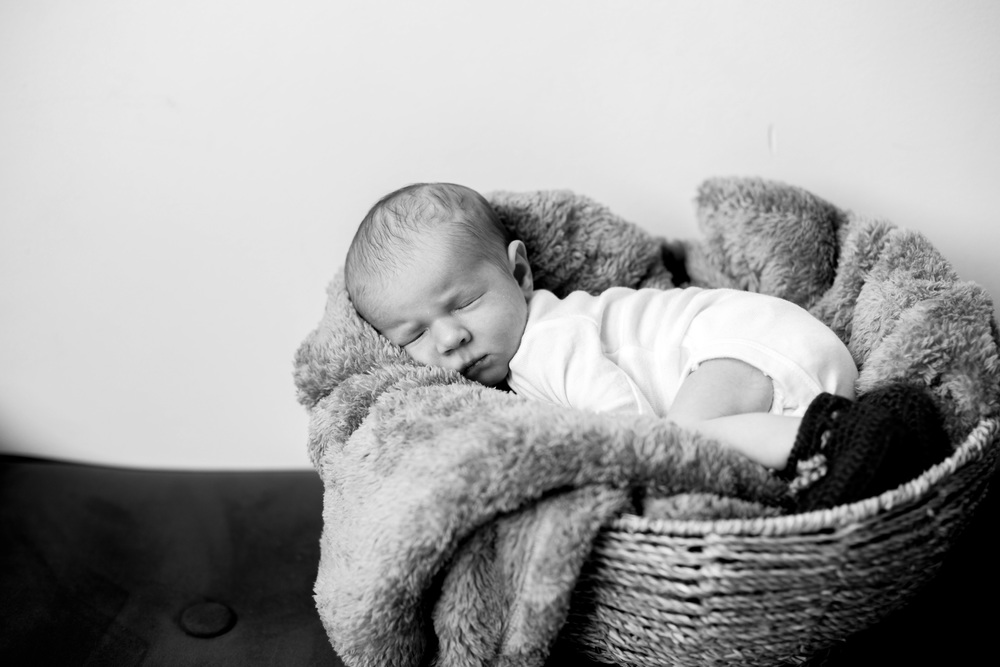 NEWBORNS_B&W-69.jpg