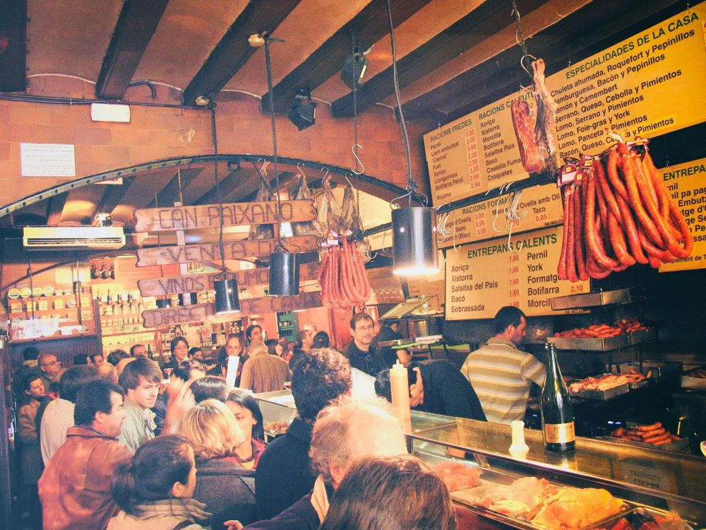 LA XAMPANYERIA Packed but great ambient! Tapas & cider - El Born
