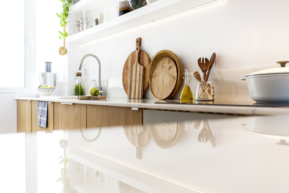 """OPTIMAL USE - Design with optimal use of the kitchen and integrated columns. """"Macael"""" marble counter with peninsula"""