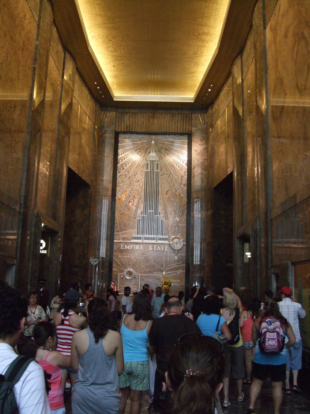 A crowd scrambles to join the queue for the queue in the Empire State building.