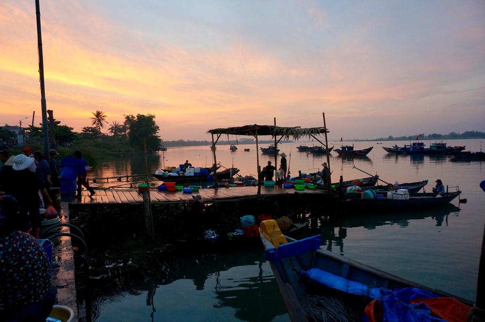 hoi-an-fish-market-sun-rise