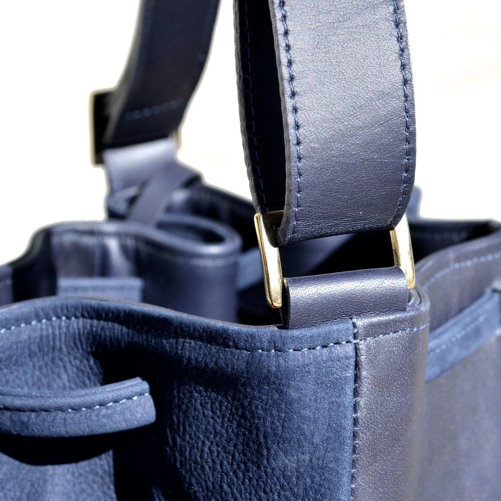 Blaues Leder_Handtaschen BEABUEHLER.jpg