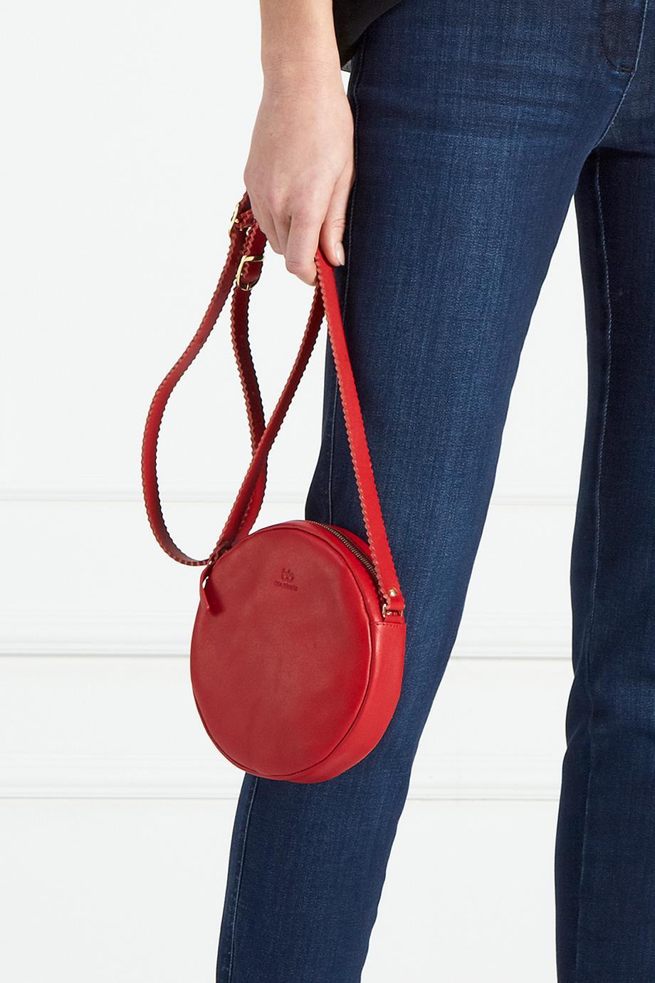 bea_buehler_dirndl_bag_red_jeans.jpg
