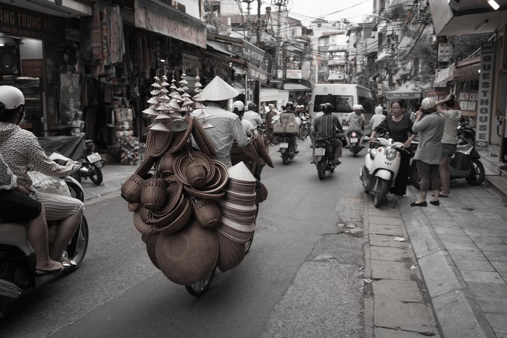 hanoi-street-in-bw-5.jpg