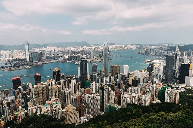 Revisiting #hongkong in these pics from a trip last year. Here's the city from #victoriapeak  #PierceTravels #china #asia #cities