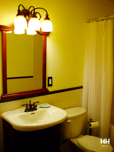 hh_235west1371_1R_bathroom_2_gallery.jpg