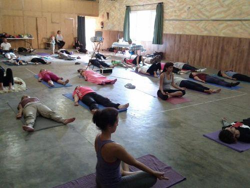 yoga-solidario-lucha-cancer1