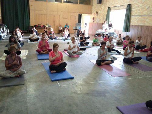 yoga-solidario-lucha-cancer2