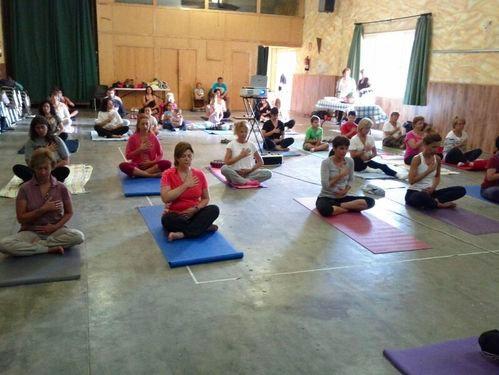 yoga-solidario-lucha-cancer2.jpg