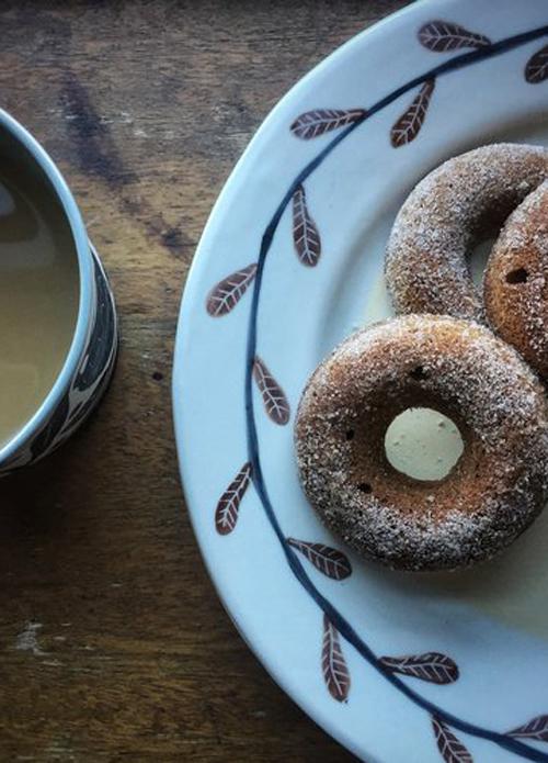 Gabrielle-Schaffner-porcelain-painted-plate-donuts.jpg