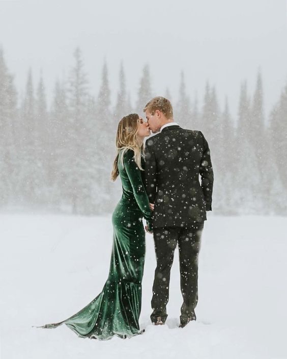 Winter Wedding Theme, Christmas Wedding Ideas, December Wedding Inspiration - Bride & Groom Couple Photoshoot.jpg