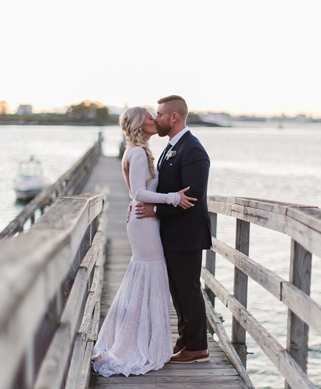 Dockside kisses ❤️ . . . #mackenziepinettephoto #mainewedding #realmaineweddings #realmainewedding #maineweddingphotographer #ido #thatsdarling #mainebride #marryinmaine #newenglandphotographer #newenglandweddings #newenglandweddingphotographer #nebrideinsta #theknotnewengland