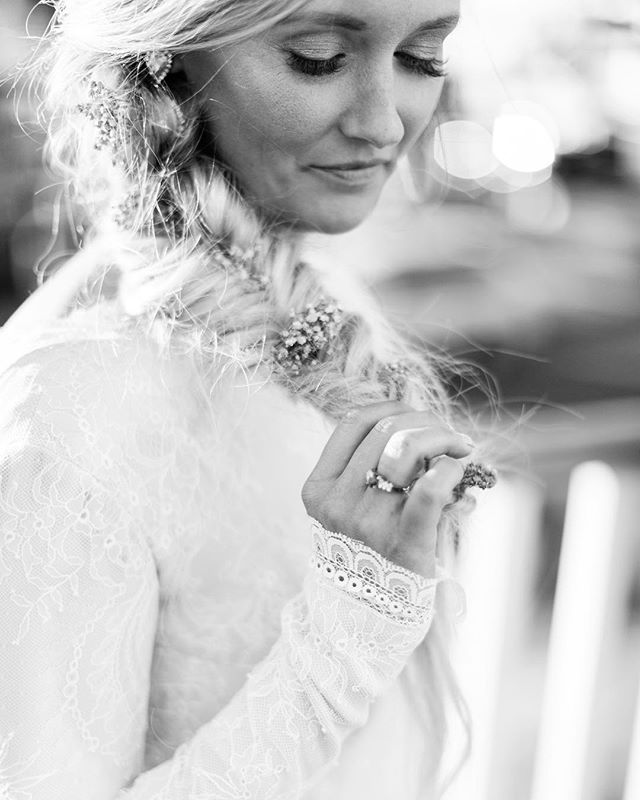 Who doesn't love a lace sleeve . . . #mackenziepinettephoto #mainewedding #realmaineweddings #realmainewedding #maineweddingphotographer #ido #thatsdarling #mainebride #marryinmaine #newenglandphotographer #newenglandweddings #newenglandweddingphotographer #nebrideinsta #theknotnewengland #longsleeveweddingdress