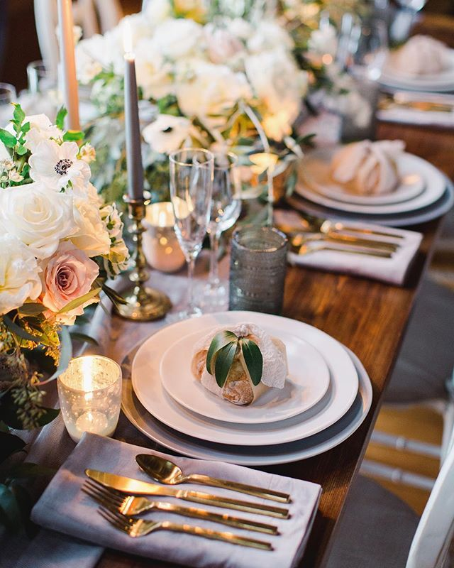 Who doesn't love a gorgeous table arrangement?!