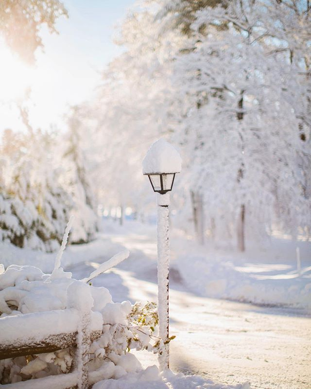 Pretty snow and blue skies make me happy! ❄️ . . . #visitmaine #maine #mainetheway #visitportlandme #visitnewengland #lovemaine #mainething #207isgreat #mainephotography #mainephotographer #exploremaine #igersmaine #maineisgorgeous #liveworkmaine #vacationland #igersnewengland #portlandmaine #pocketusa #scenesofmaine #natureprimeshot #themainemag #capturemaine #mainewinter #snow #yankeemagazine #scenesofnewengland
