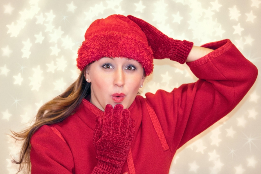 blowing-kiss-woman-red-cold-39007.jpeg