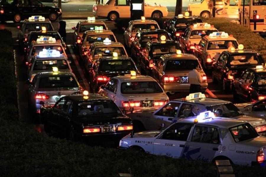 taxis-1692404__340 (1).jpg