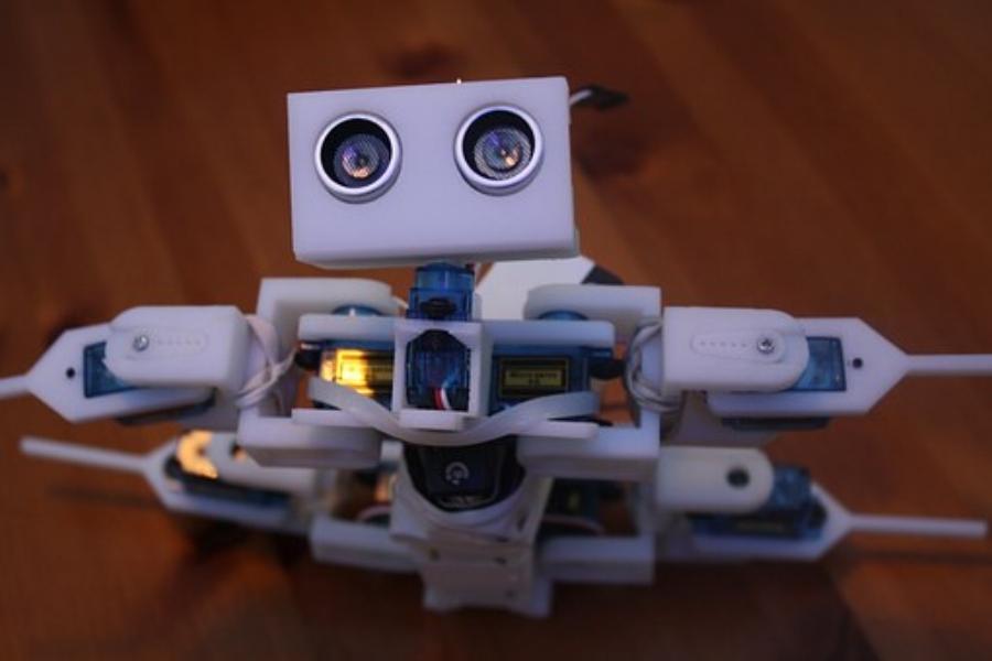 robot-648622__340.jpg