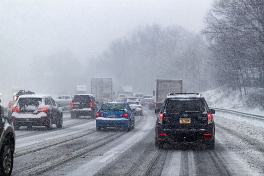 driving-Driving in Bad Weather? These 6 Tips Will Help You Avoid Getting In An Accident