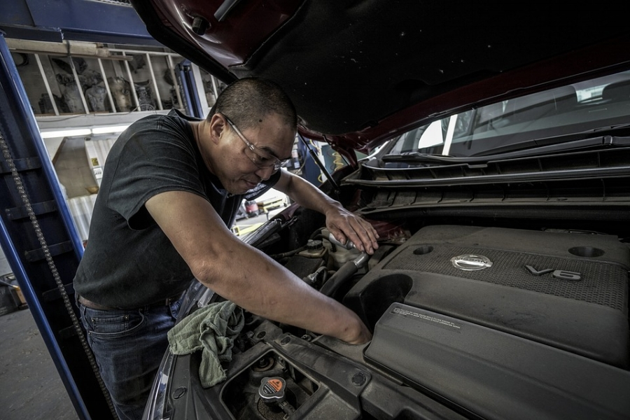 auto-repair-5 Tips To Maintaining Your Car