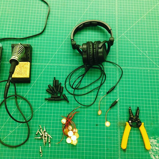 Rabbit hole, as a kit of parts. Unboxing and testing some piezo contact mics with the goal of making a pickup system for the vibes. Long time coming. - #piezo #electronic #vibraphone #malletpercussion #noises #makingishaving