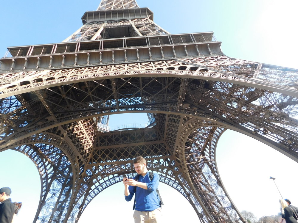 "Eli struggling to find cell service ""under the biggest cell phone tower in Paris"""