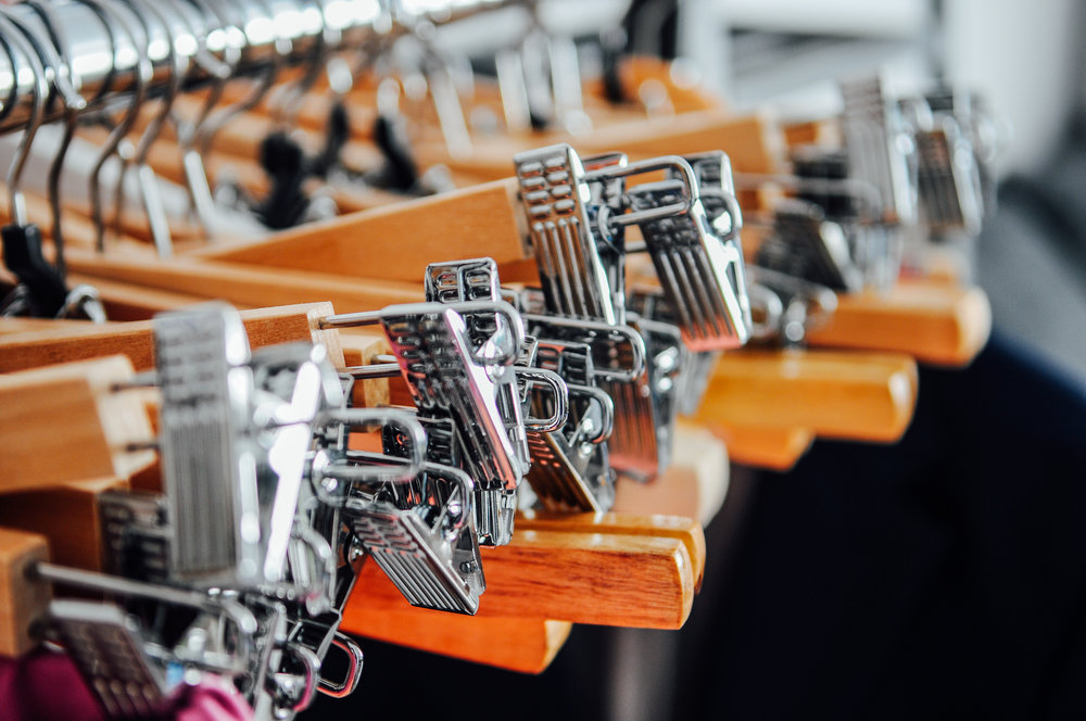 hangers-metal-wood-clothes-80412.jpeg
