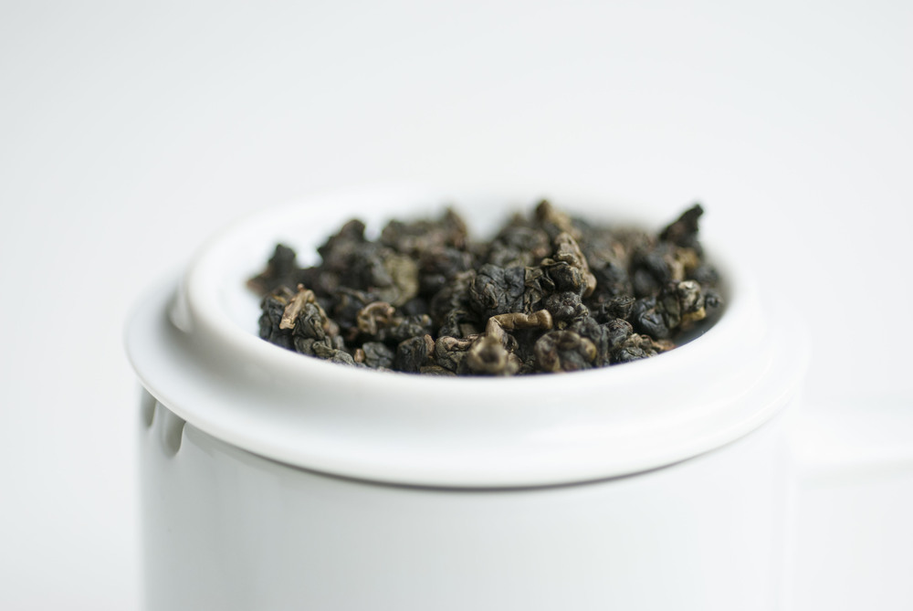 Ruili Alisan Oolong dry rolled leaves.