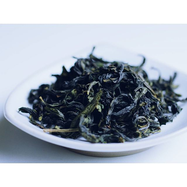 Waiting for those awesome 2018 baozhong oolong. We love the floral, light cream, whiff of forest aromas of baozhong oolong. What tea are you excited for in 2018 harvest? . . . #teaaddict #teaobsession #wholeleaf #tea #oolong #baozhong #pouchong #teatasting #teatime #afternoontea