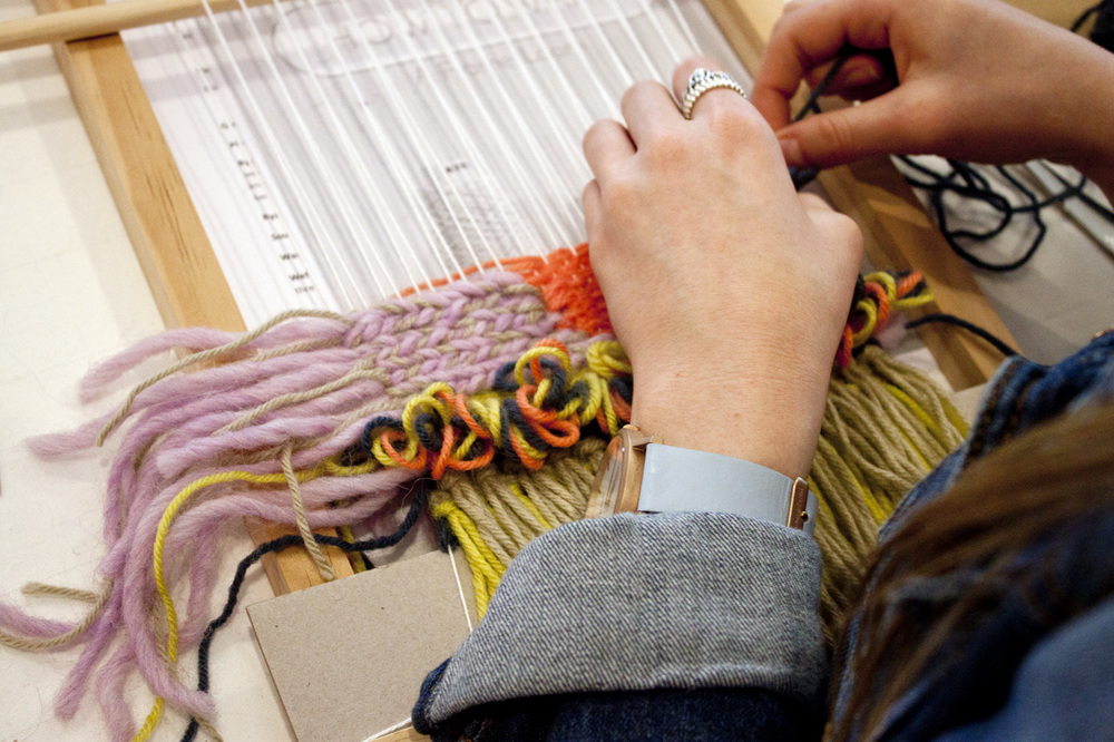Loom Weaving Beginners - Madeline Young