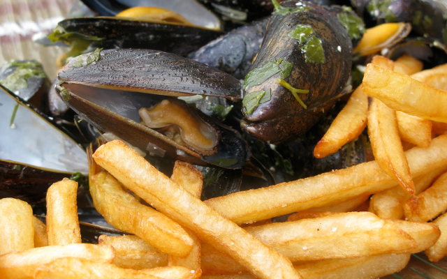 "Moules frites - is love of this ""national"" dish holding Flanders and Wallonia together?"