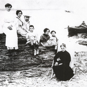 Salvador, aged 6, and family at Cadaques, 1910