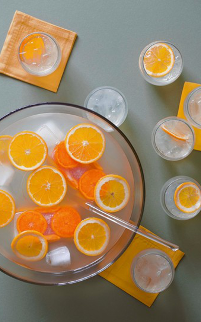 The French 75 being one of the most classic gin cocktails, it's much better served for groups. But what's more important - the craft gin or the champagne?