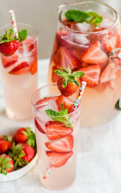 strawberry gin smash