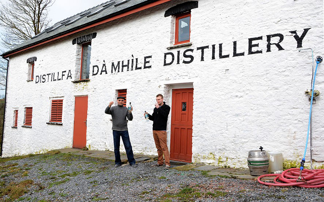 da mhile botanical farmhouse, seaweed and organic oak-aged gin