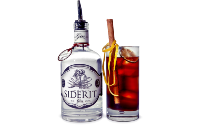 Siderit gin and cola cocktail drink