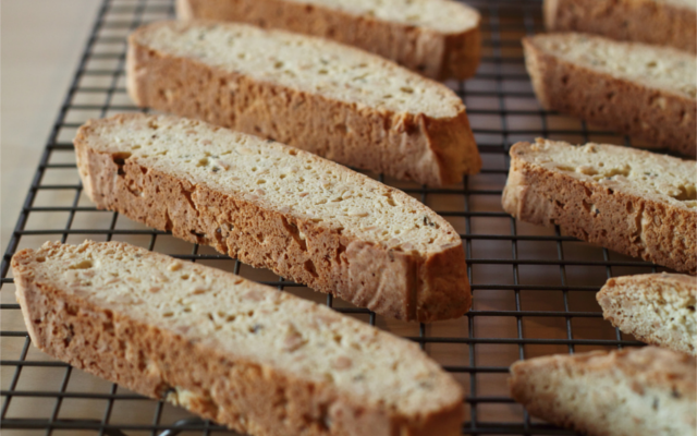 lemon and lavender biscotti bake