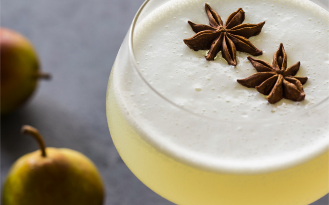 Spiced pear gin fizz cocktail
