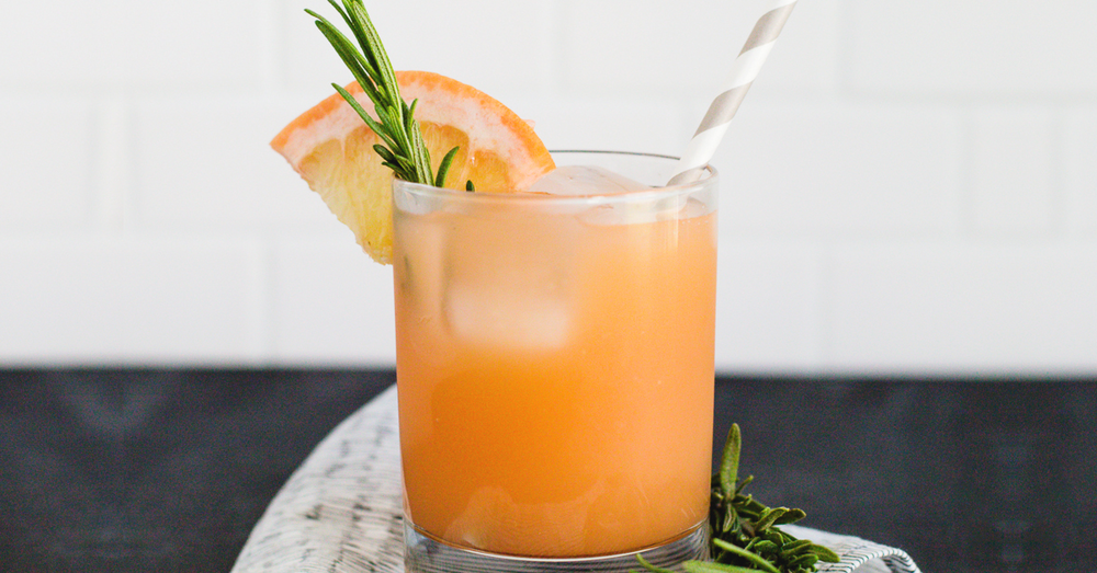 Gin and grapefruit cocktail