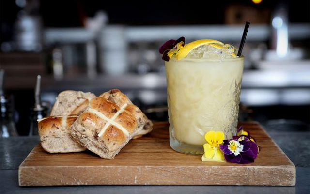 Hot cross buns and easter gin cocktail with edible flowers