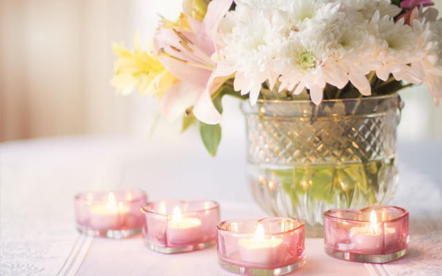 Floral bouquet in vase with tea light candles