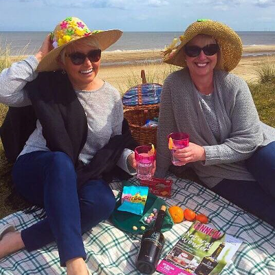 Kongsgaard Gin picnic at the beach