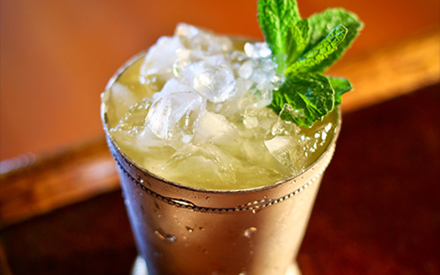 Gin on gin julep crushed ice and mint