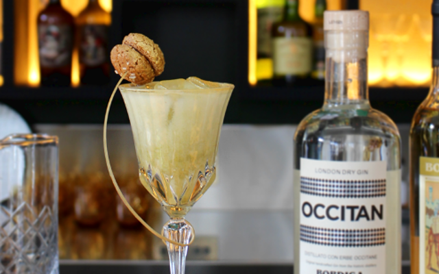 Ritono A-morbello Occitan Cocktail with biscotti and cream